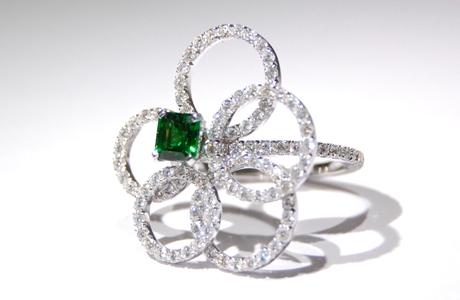 Bague Tsavorite et diamants.