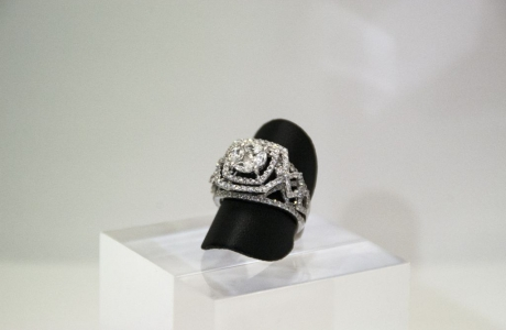 Bague or gris et diamants